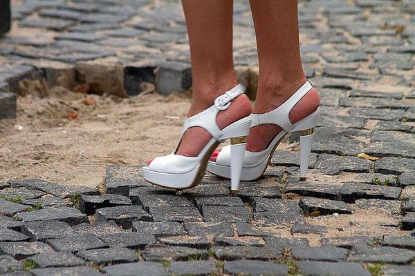 Das Petersburger - Pflaster ist nicht gerade ideal für diese Schuhe.