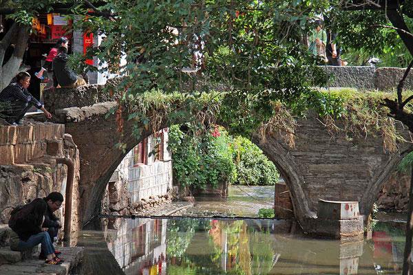 """Unterwegs in Lijiang, das gerne als """"Venedig von China"""" bezeichnet wird."""