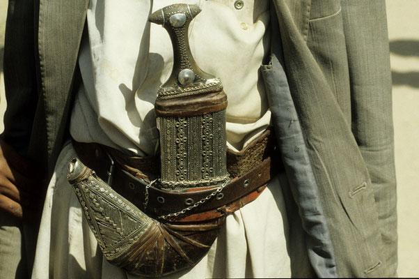 Die traditionelle Djambia (Krumdolch) Neben der Kalaschnikow Statussymbol jedes Jemeniten.