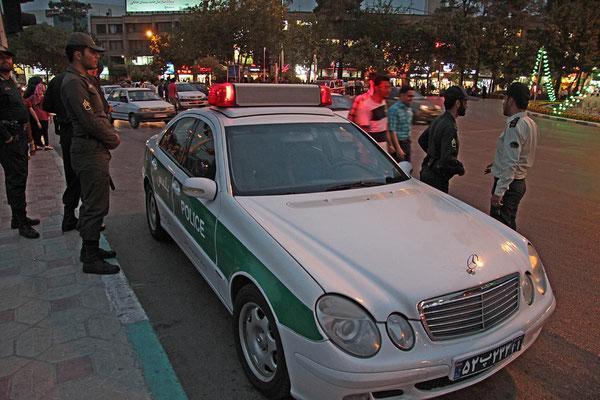 Die Polizei hat hin und wieder deutsche Autos als Dienstwagen. Es war hier auch kein Problem dieses Foto zu schießen.