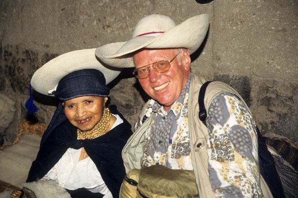 In Otavalo werden solche Hüte gefertigt. Sie scheinen aus Gips zu sein.