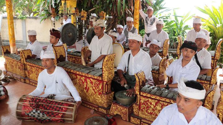 Großes hinduistisches Tempelfest am Strand von Sanur