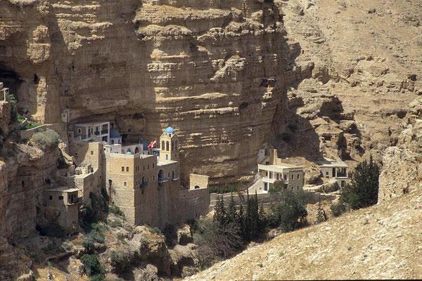 Blick auf das Kloster St. Georg, das etwa 5 km westlich von Jericho in einer Oase liegt.