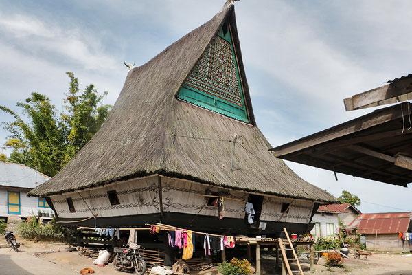 Dokan, ist der einzige Ort, an dem die Batak- Familien noch in traditionellen Lang-Häusern leben