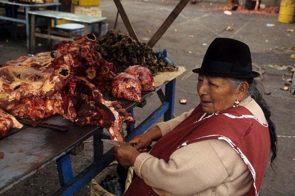 Auf dem urigen Markt von Ladacunga.