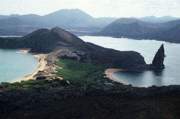Isla San Bartholome, Galapagos, mit der Felsnadel Pinnacle Rock.