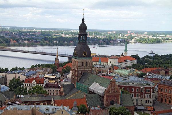 Blick auf den Dom und einen Teil der lettischen Hauptstadt Riga.