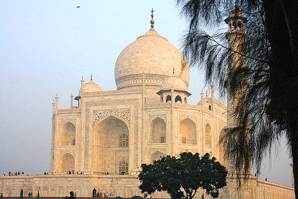 Ein Traum in weißem Marmor - das Tatch Mahal bei Agra.