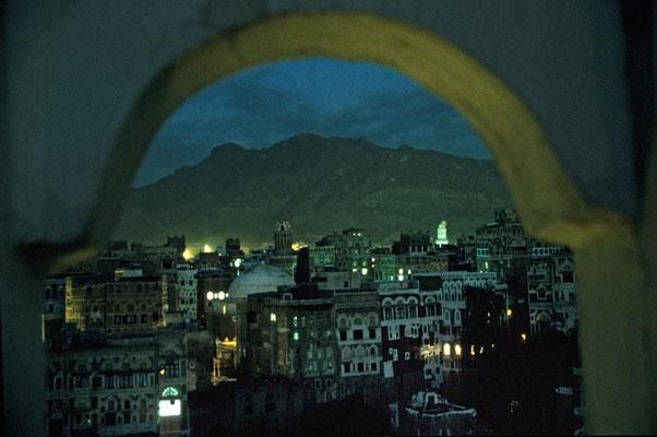 Die Haupstadt Saná bei Nacht.