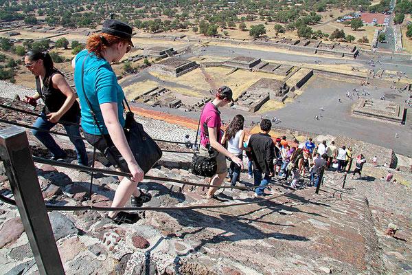 Abstieg von der Sonnenpyramide von Teotihuacán