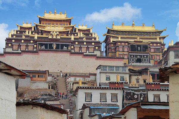 """Das Kloster Songzanlin ist etwas außerhalb von Zongdian und wird auch gerne als der """"Kleine Potala"""" bezeichnet."""