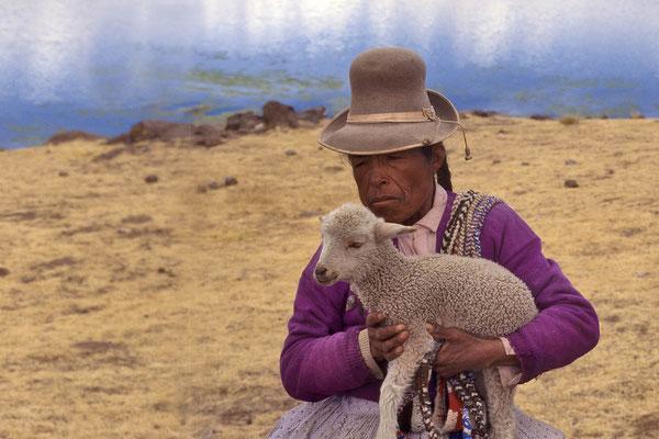 Indiofrau auf einer Halbinsel im Umayosee.