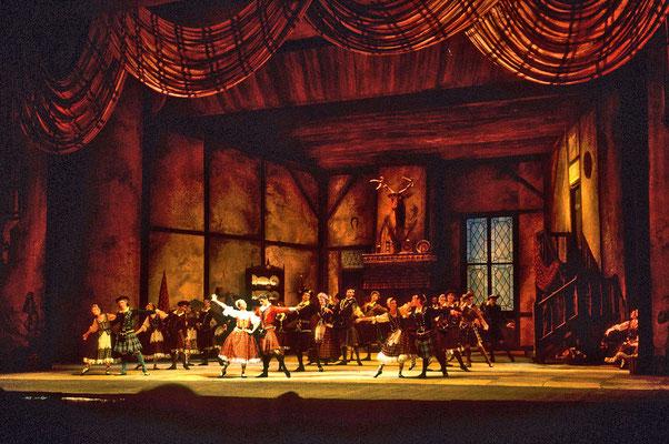 Es ist ein großes Glück,  im Bolschoi-Theater eine klassische Ballett-Aufführung erleben zu dürfen.