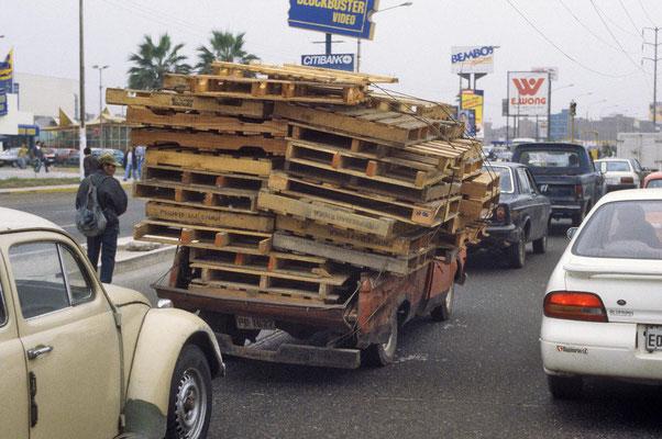 Auf Limas Straßen fährt alles,  was sich noch irgendwie bewegen lässt.
