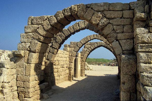 Gebäudereste in Cäsarea am Meer.