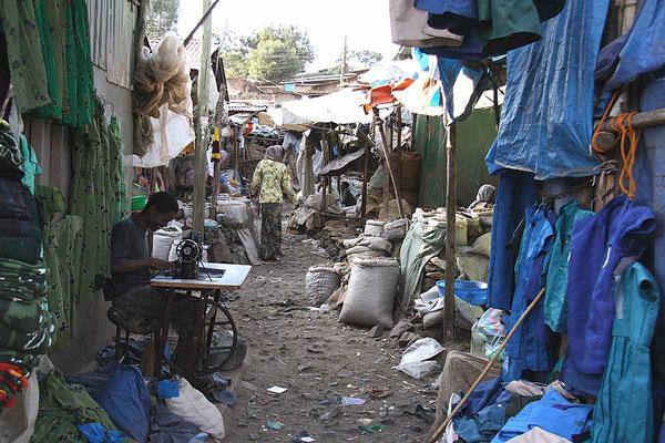 Chaotisch geht es auf dem Markt von Gondar zu.
