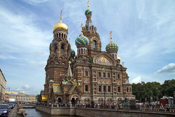"""Die """"Christi-Auferstehungs-Kirche"""" in St. Petersburg ist ein Denkmal der Russisch-Orthodoxen Kirchenbaukunst."""