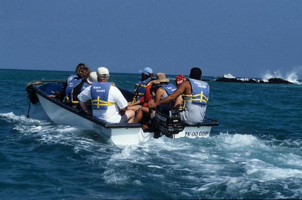 Mit dem Beiboot unterwegs zu den Inseln.