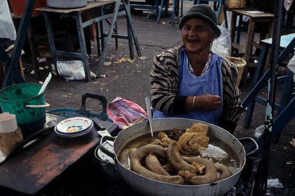 Spezialitäten auf dem Markt von Ladacunga.