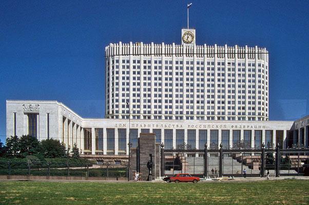 Das Weiße Haus am Ufer der Moskwa  war von 1990 bis 1993 Sitz der Obersten Sowjets.