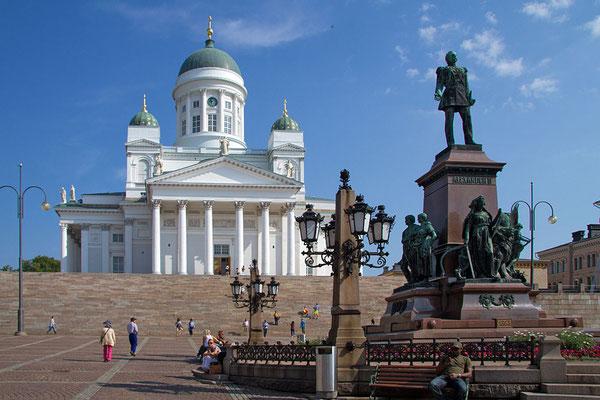 Der Dom im unmittelbaren Zentrum von Helsinki ist das bekannteste Wahrzeichen der Stadt.