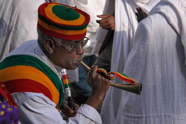Beginn der feierlichen Prozession beim Dreikönigsfest in Gondar.