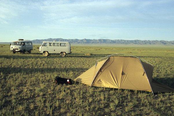 Zeltlager in der weiten Steppe.