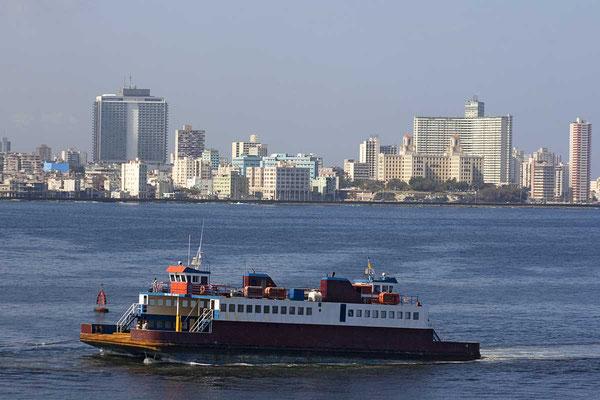 """Blick von der Festung """"Del Morro"""" auf Havanna."""