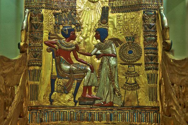 Grabschatz des Tutanchamun: Die Rückenlehne seines Thrones im Museum in Kairo.