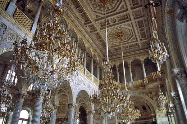 Kostbarste Sammlungen und Exponate machen die Eremitage zu einem der größten und interessantesten Museen der Welt.