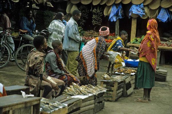 Besuch eines Marktes beim Stamme der Mulu´s