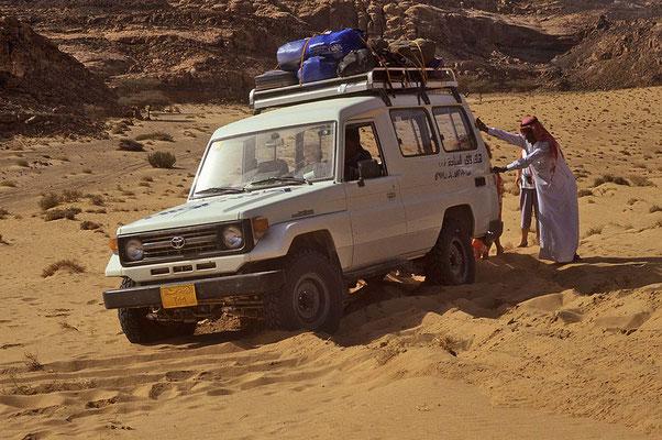 Wüstensand: Manchmal hilft nur noch aussteigen und schieben.