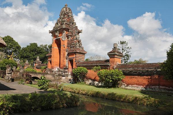 Der Pura Taman Ayun - Tempel wurde im Jahr 1634 auf einer Flussinsel errichtet und ist von zahlreichen blüten- und früchtetragenden Bäumen  umgeben