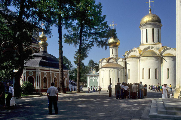 """Einer der schönsten Juwelen des """"Goldenen Ringes"""" ist Sergijew Possad, die Stadt mit dem von Sergios  im Jahre 1355 gegründeten Kloster."""