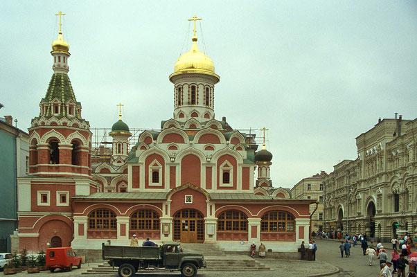 Werfen wir noch einen kurzen Blick  auf die restaurierte Nikolai-Kirche.