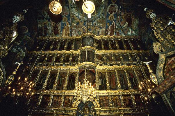 Die reichgeschnitzte Barock-Ikonostase wurde mit Heiligenbildern aus den siebziger Jahren des 17. Jh. ergänzt.