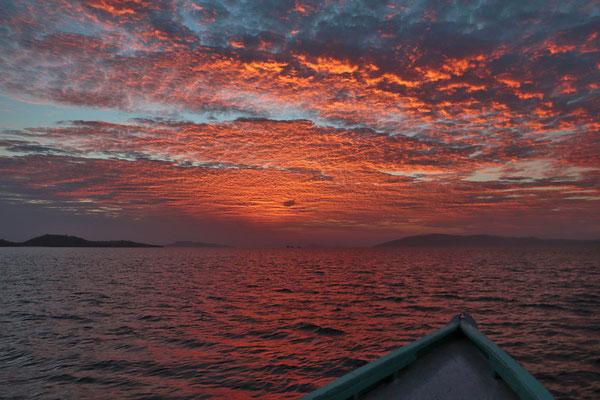 Früh am Morgen zeigt sich ein herrliches Wolkenbild