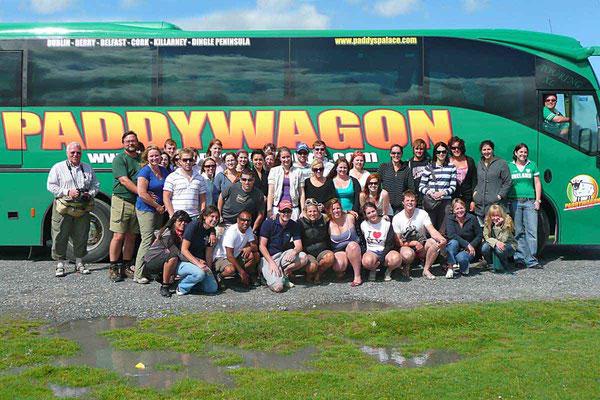 War mal kurz für eine Woche in Irland unterwegs und habe sozusagen die grüne Insel umrundet. Ich war aber nicht allein unterwegs, sondern mit einer lustigen Truppe junger Leute im Paddywagon.