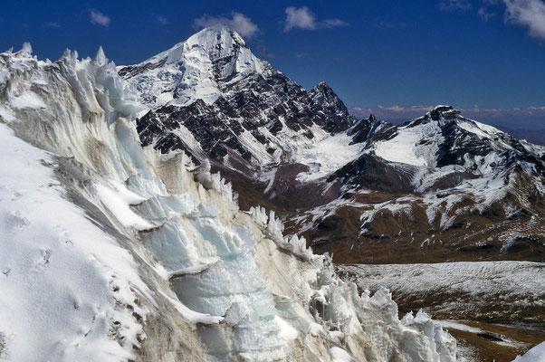 Bizarre Eisformationen beim Campa-Uno in rund 5.600 m Höhe.