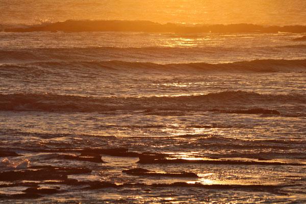 Stimmungsvoll verschwindet die Sonne im Atlantik bei Essaouira.