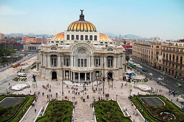 Der Palacio de Bellas Artes ist die wichtigste kulturelle Einrichtung Mexikos. Der gewaltige Palast befindet sich im Historischen Zentrum von Mexico-City.