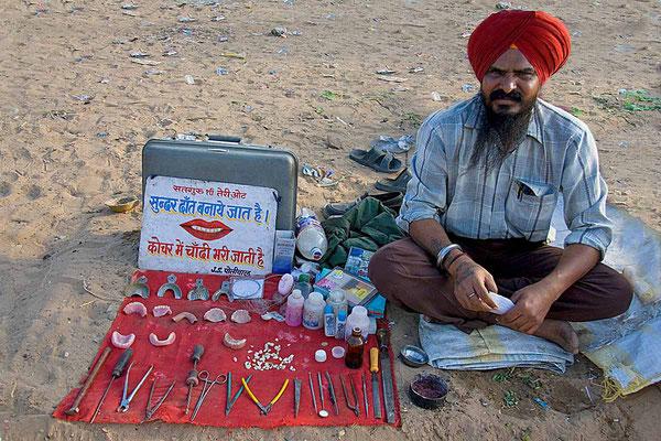 Dentist für alle Fälle beim Pushkarfest.