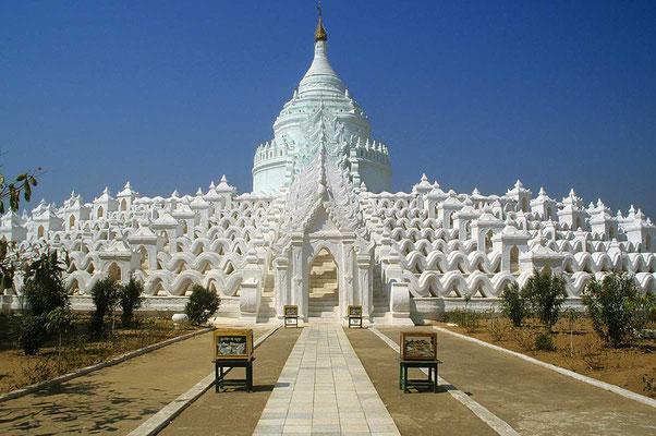 Ein architektonisches Prachtstück ist die ganz in weiß erstrahlende Sinbyume-Pagode.