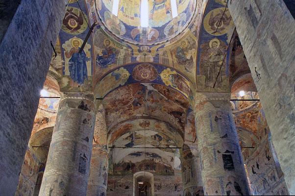 Die Hauptkirche des Klosters ist die Dreieinigkeits-Kathedrale. Sie wurde 1684 fertig gestellt und mit Fresken ausgemalt.