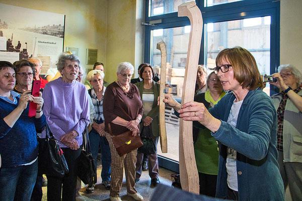 Christiane Bachert informiert die Besucher.