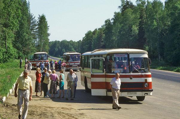 Am frühen Morgen starten wir mit Bussen zu einer Tagesetappe nach Wladimir und Susdal.