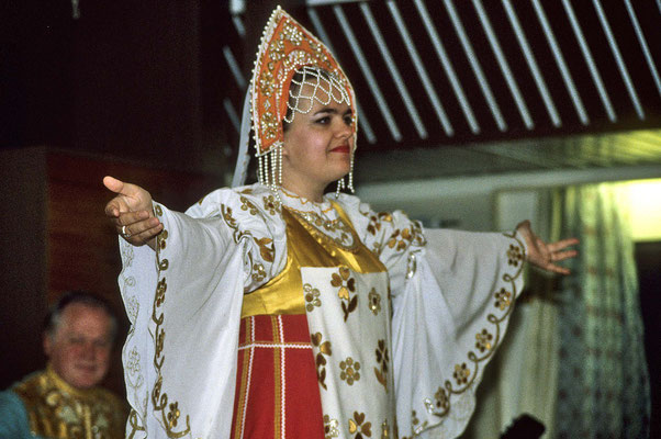 Auf dem Schiff bringt uns eine russische Folkloregruppe landestypische Tänze, Gesänge und Bräuche nahe.