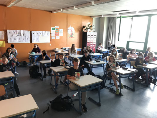 Schüler:innen im Klassenraum - Fr. Wurst