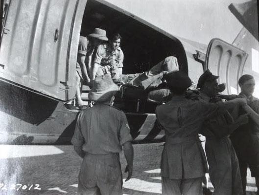 R.A.F. Sqn., unloading wounded./Ausladen von Verwundeten durch RAF-Personal