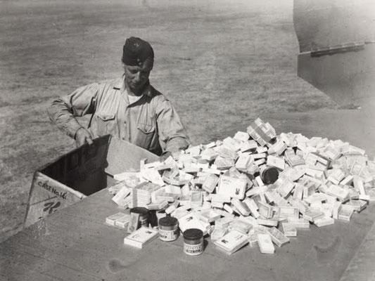 436 Sqn., W/O Jim Cooper, 'Cigarettes'  - Zigarettenverteiler Warrant Officer Jim Cooper, 436. Staffel RCAF